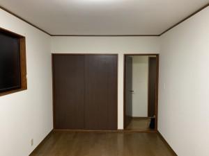 クロスを新しく貼り、とてもきれいなお部屋になりました!